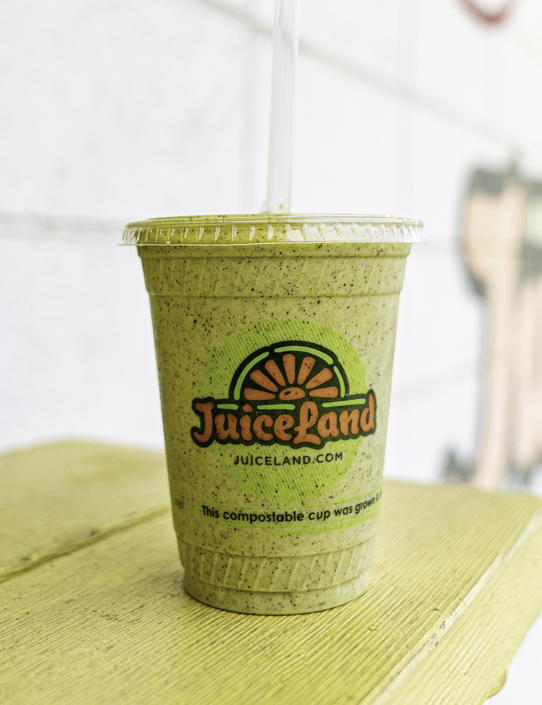 JuiceLand Wundershowzen Smoothie with almond milk, banana, spinach, hemp protein, peanut butter